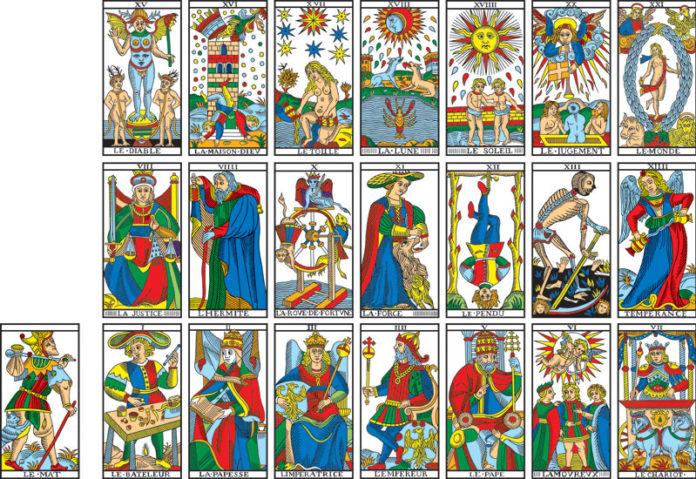 Saiba o que é um baralho de cartas de Tarot