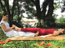 A massagem tailandesa Nuad-Borarn (Thai Yoga Massage)