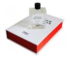 Wallpaper lança fragrância com Karl Lagerfeld e Steidl