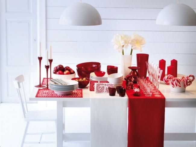 Decoração de mesa de Natal branco e vermelho