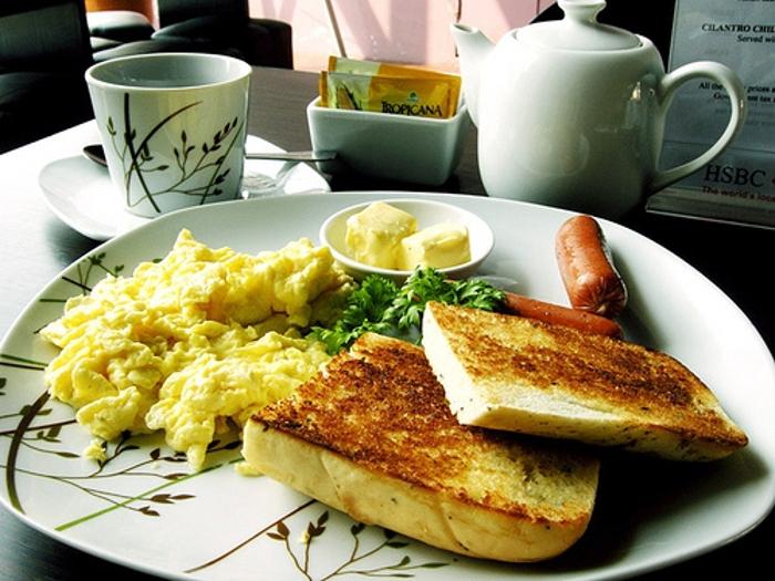 Pequeno-almoço: contabilize as calorias