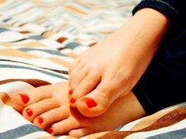 Como deve eliminar o mau cheiro dos pés