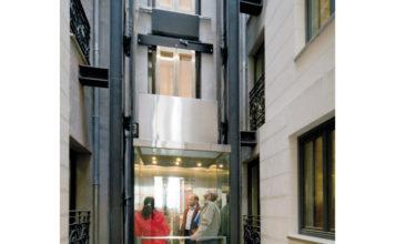 O elevador EVOLUX, ajuda na mobilidade de idosos