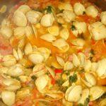 Ameijôas em molho de tomate