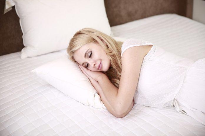 Dicas para ajudar a adormecer e acordar cheia de energia
