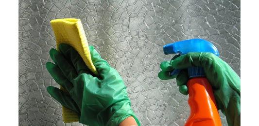 Obcecada pelas limpezas pode ser uma doença