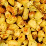 Receita de Batatas douradas no forno com molho picante