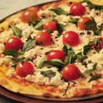 Receita de pizza de bacalhau com tomate cereja