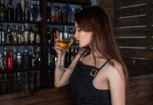 Conheça as regras de etiqueta para servir um cocktail