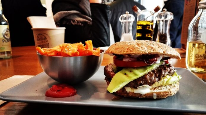 Comer em excesso também é uma forma de dependência