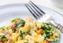 Receita de Ovos e bacon na caneca
