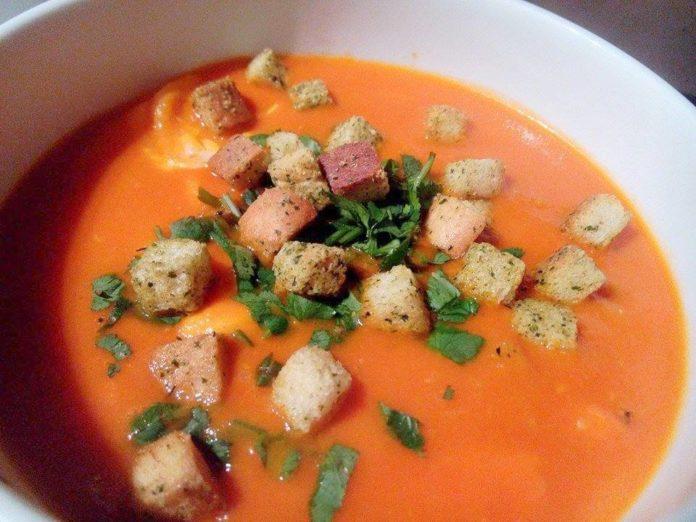 Receita de sopa de tomate à alentejana