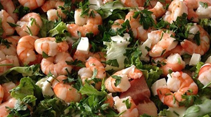Receita da salada de camarão e queijo