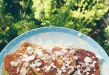 Receita de Panquecas de abacate com topping de coco