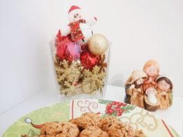 Receita de biscoitos de aveia com coco e granulado de cacau