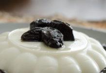 Receita do Manjar de coco com calda de ameixa